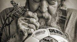Легендарный тату-мастер разработал дизайн символа высшей футбольной лиги Голландии
