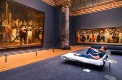 Школьный учитель получил в подарок ночь в музее Рейксмюсеум