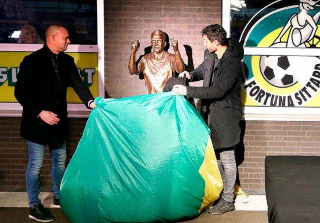 В Нидерландах открыли статую Фернандо Риксену