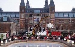 В столице Нидерландов убрали популярную инсталляцию