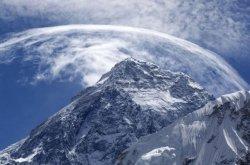 Чего стоит подняться голышом на Эверест?