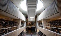 В Нидерландах открыли крупную круглосуточную велосипедную парковку